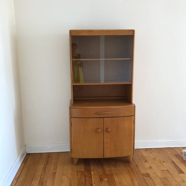 Mid-Century Heywood Wakefield Maple China Cabinet For Sale In New York - Image 6 of 6