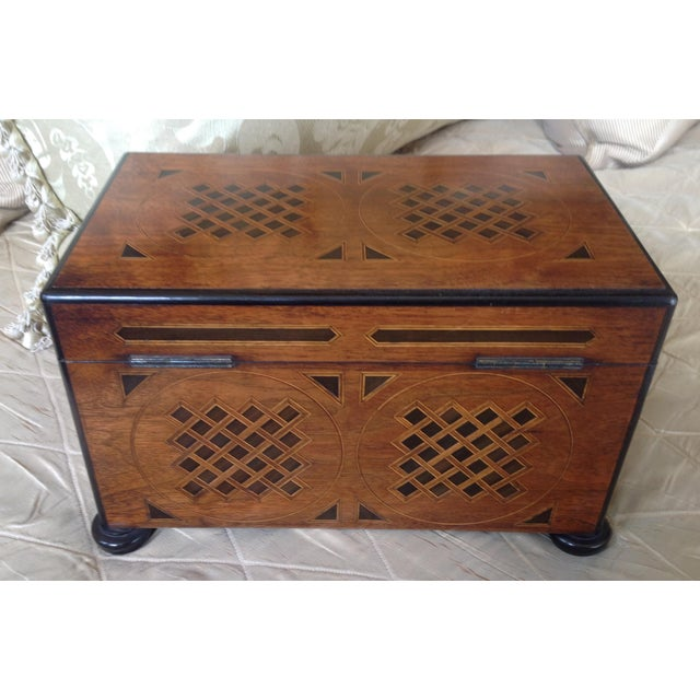 Mid 19th Century 19th Century English Traditional Walnut Tea Chest For Sale - Image 5 of 5