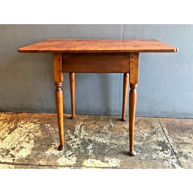 18th C. American Queen Anne Tiger Maple Queen Anne Tavern or Side Table For Sale - Image 10 of 10