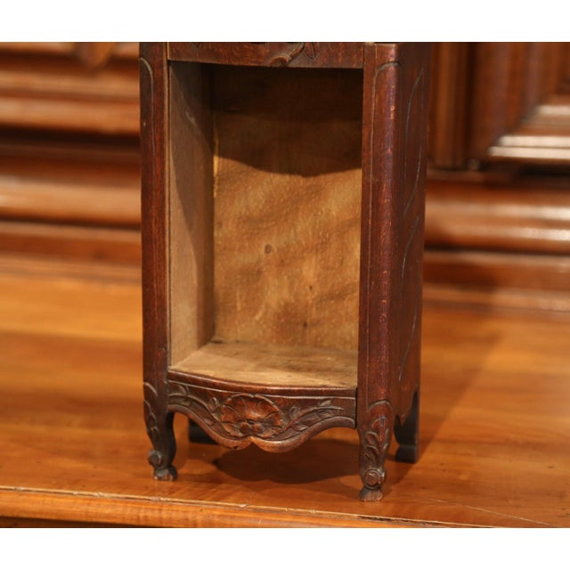 Early 20th Century French Hand-Carved Walnut Bombe Flour Box from Provence For Sale In Dallas - Image 6 of 8