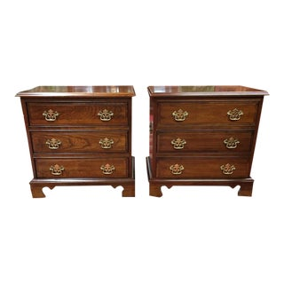 1980s Traditional Pennsylvania House Solid Cherry Nightstands - a Pair For Sale