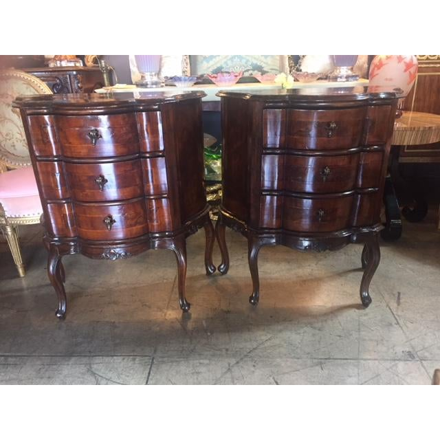 18th Century Italian Walnut 3 Drawers Commodes - a Pair For Sale - Image 10 of 12