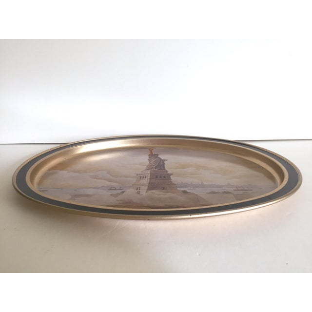"1980s Vintage 1985 "" Statue of Liberty "" Collector's Limited Edition Lithograph Sunshine Biscuit Oval Tin Serving Tray For Sale - Image 5 of 9"