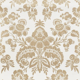 Sample - Schumacher Simone Damask Wallpaper in Gold For Sale
