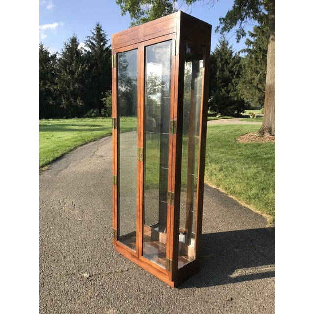 Late 20th Century Oak and Glass Display Cabinet by Henredon For Sale - Image 5 of 10