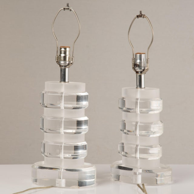 Karl Springer 1970s Mid-Century Modern Lucite Lamps - a Pair For Sale - Image 4 of 13