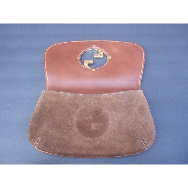 1970s Gucci Italy Chocolate Brown Suede Blondie Clutch Purse For Sale - Image 10 of 11