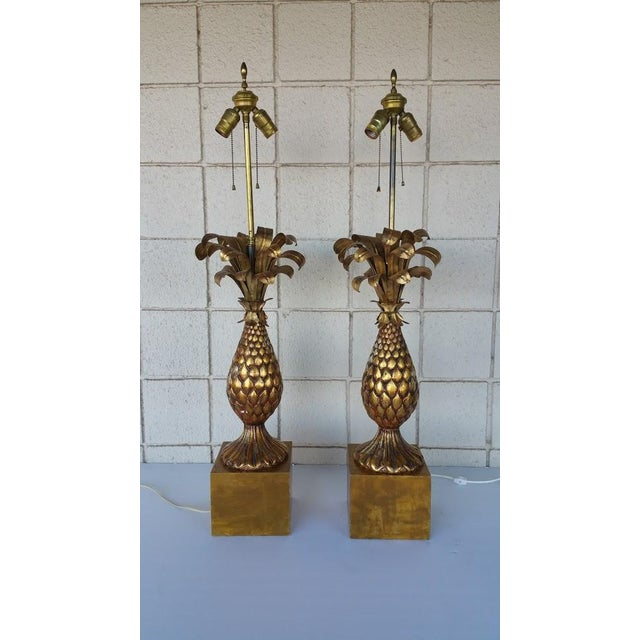 Here is a beautiful paid of vintage Hollywood Regency lamps. Made of wood and tole.