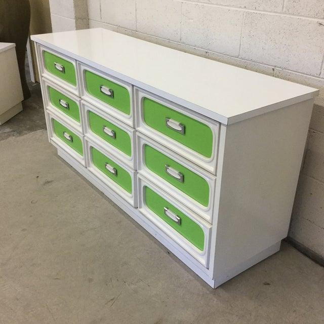 Mid-Century Modern Mid Century Lime Green & White 9 Drawer Dresser For Sale - Image 3 of 13