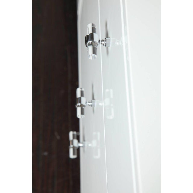 Venfield Six-Drawer White Lacquer Dresser with Acrylic Side Panels For Sale - Image 4 of 9