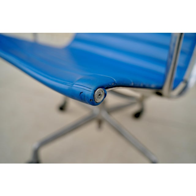 1950s 1950s Vintage Herman Miller Eames Aluminum Group Lounge Chair For Sale - Image 5 of 10