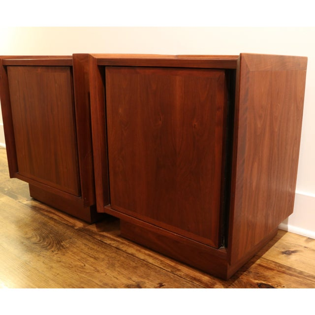 Dillingham 1960s Dillingham Nightstands - A Pair For Sale - Image 4 of 10