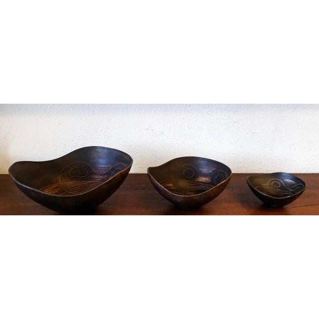 1960s Asymmetrical Italian Raymor Sgraffito Nesting Bowls - Set of 3 For Sale In Las Vegas - Image 6 of 7