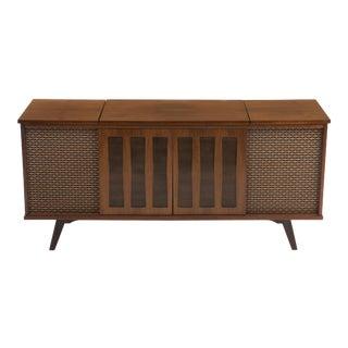 Morse Walnut Tube Stereo Am/Fm Radio Turntable Liquor Cabinet Credenza Console Mid Century 1970s For Sale