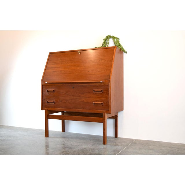 This lovely teak drop front secretary desk was designed by Arne Wahl Iversen for Vinde Møbelfabrik in the 1960s. This...