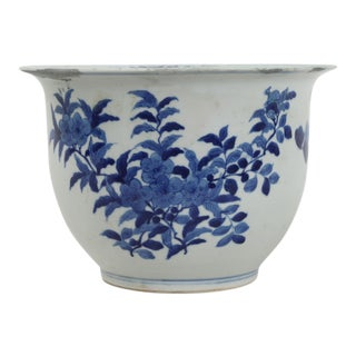 19th Century Chinese Blue & White Porcelain Flower Pot For Sale