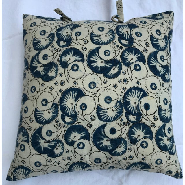A beautiful pillow cover made of Les Indiennes block print cotton. The field color is an off-white and the blue pattern...