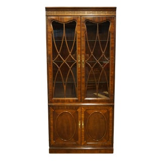 Thomasville Furniture Traditional Style Banded Mahogany Display Cabinet For Sale