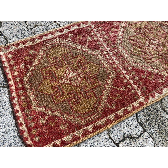 Vintage Red Turkish Handmade Door Mat Rug - 1′6″ × 2′8″ For Sale - Image 4 of 6