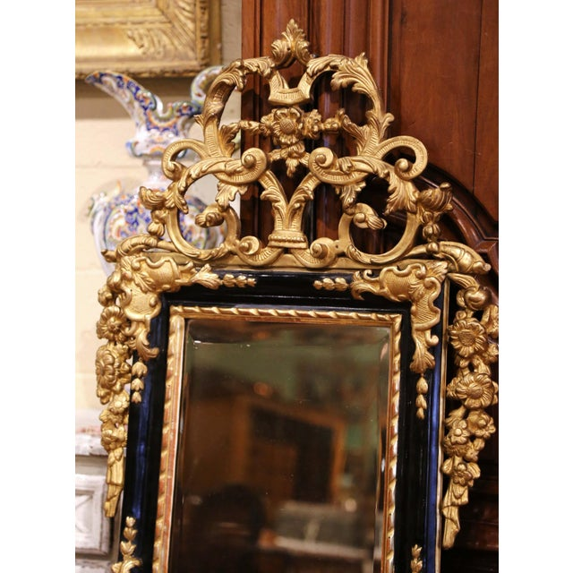 Gold 18th Century French Louis XV Carved Giltwood and Blackened Mirror From Provence For Sale - Image 8 of 13