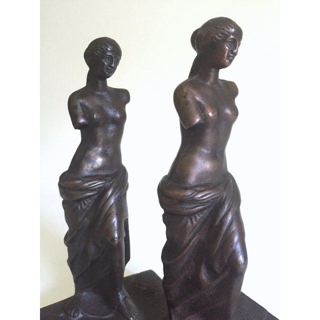 """Bronze Vintage 1920's Rare """" Venus De Milo """" Cast Iron Bronze Neoclassical Bookend Statues - a Pair For Sale - Image 8 of 13"""