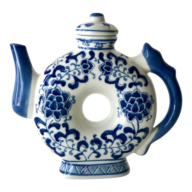 Round Teapot in Blue and White Chinoiserie For Sale