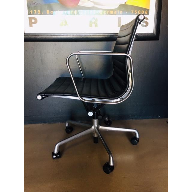 Modern Eames Management Aluminum Chair For Sale - Image 3 of 11