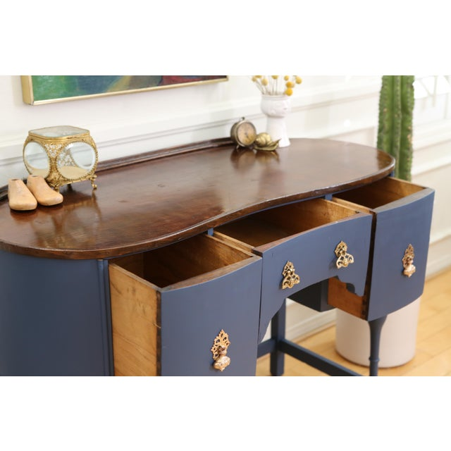 Circa 1930 Louis XV Style Petite Kidney Shaped Desk For Sale In Los Angeles - Image 6 of 11