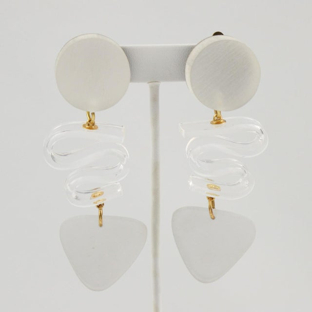 Contemporary Harriet Bauknight for Kaso Lucite Clip on Earrings Dangle Frosted White For Sale - Image 3 of 8