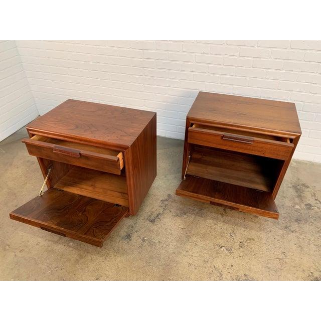 John Keal for Brown Saltman Walnut Nightstands For Sale - Image 9 of 13