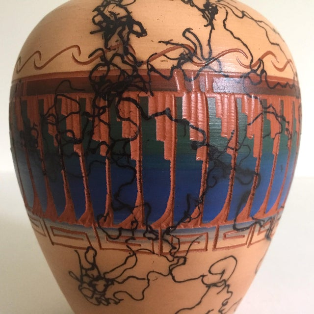 Vintage Navajo Native American Signed Horse Hair Etched Hand Painted Pottery Vase For Sale In New York - Image 6 of 8