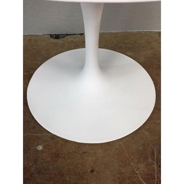 Fiberglass Eero Saarinen Tulip Dining Table & 4 Tulip Chairs Set For Sale - Image 7 of 11