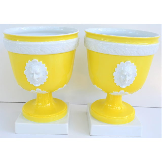 1970s Vintage Mottahedeh Lemon & White Neoclassical Pedestal Cachepots - a Pair For Sale - Image 9 of 13