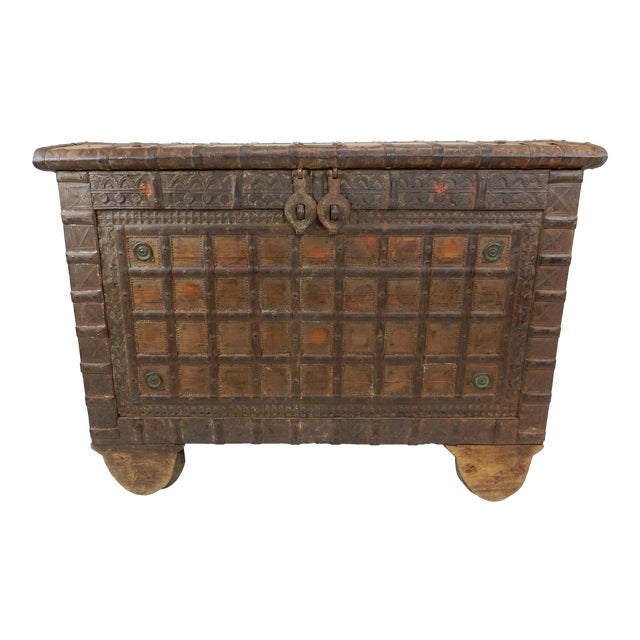 Antique Indian Teak Wood And Hammered Iron Damchiya Dowry Chest 19th Century