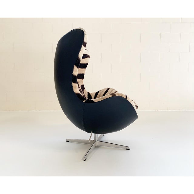 Mid-Century Modern Arne Jacobsen for Fritz Hansen Egg Chair in Zebra Hide and Loro Piana Leather For Sale - Image 3 of 13