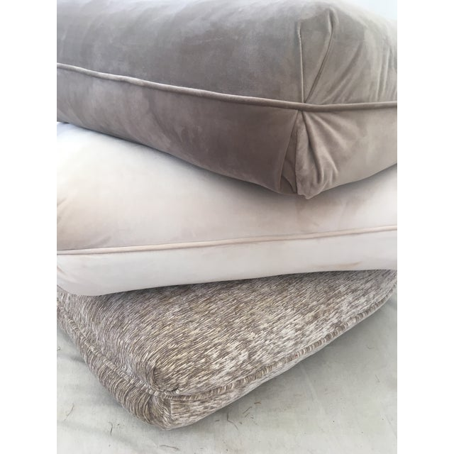 Glamorous extra seating, this velvet beauty is a great addition to any decor. It features castors on the bottom, zip off...