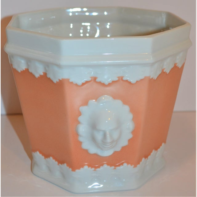 1980s Vintage Apricot & White Mottahedeh Porcelain Cachpot For Sale - Image 5 of 9