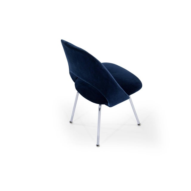 Blue Eero Saarinen for Florence Knoll Executive Navy Blue Velvet Side Chairs - Set of 4 For Sale - Image 8 of 10