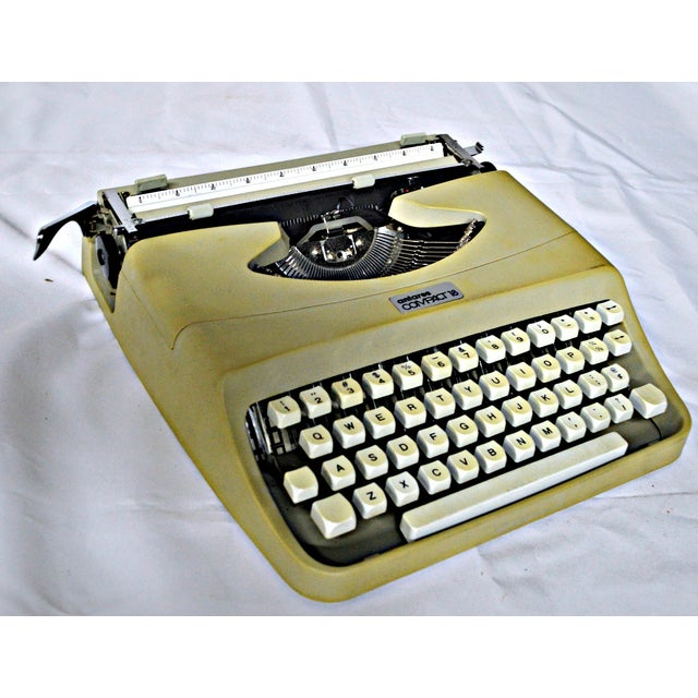 Italian Typewriter With Portable Case - Image 4 of 10