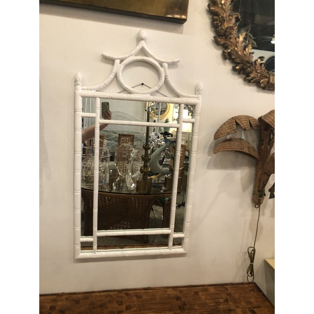 1970s Vintage Hollywood Regency White Lacquered Faux Bamboo Pagoda Wall Mirror For Sale - Image 5 of 9