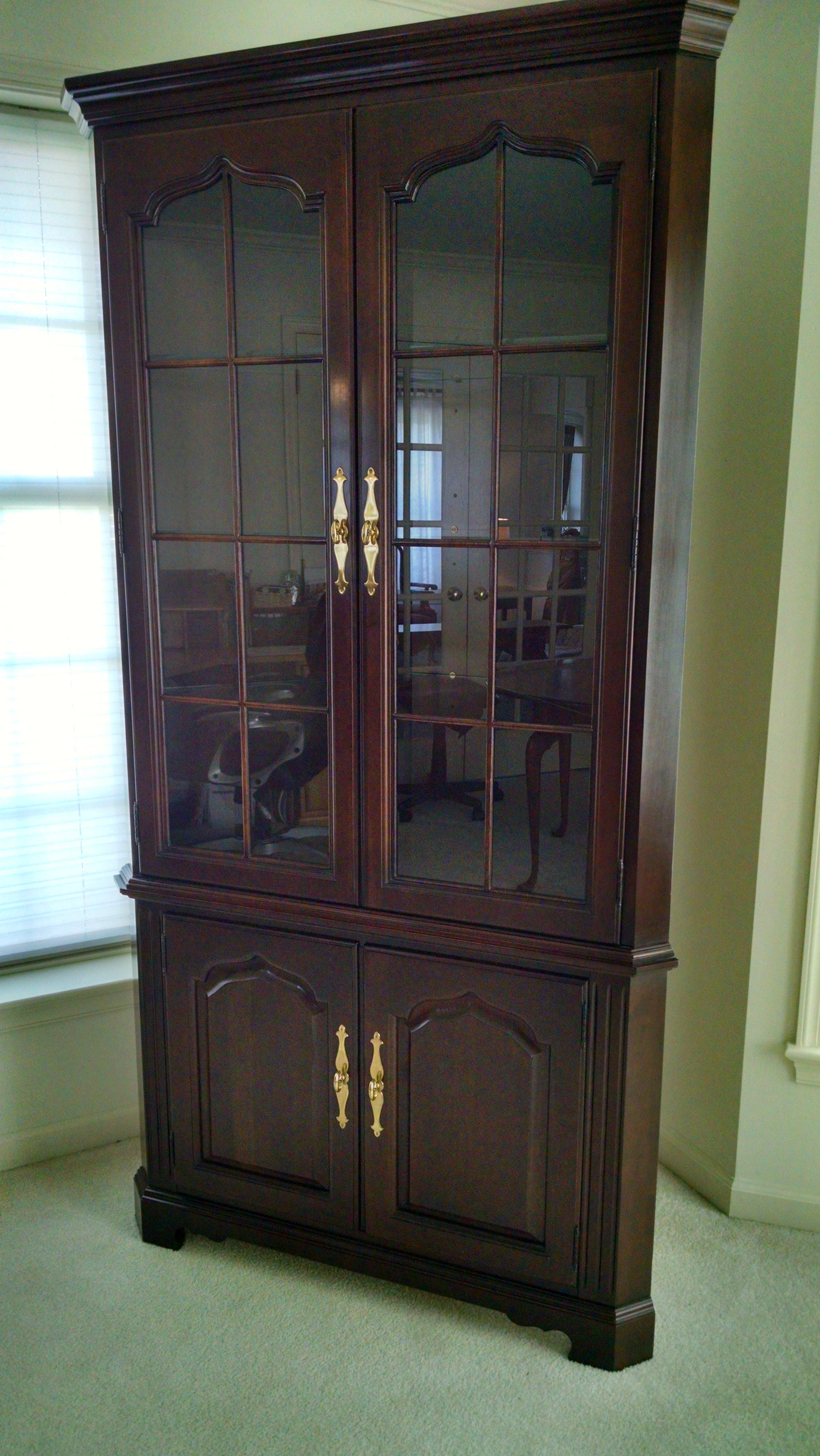 Like New Solid Cherry Corner China Cabinet. Classic Dark Thomasville  Finish. Excellent Condition.
