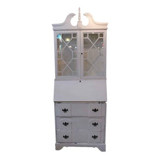 Late 20th Century Vintage White Wooden Curio Cabinet For Sale