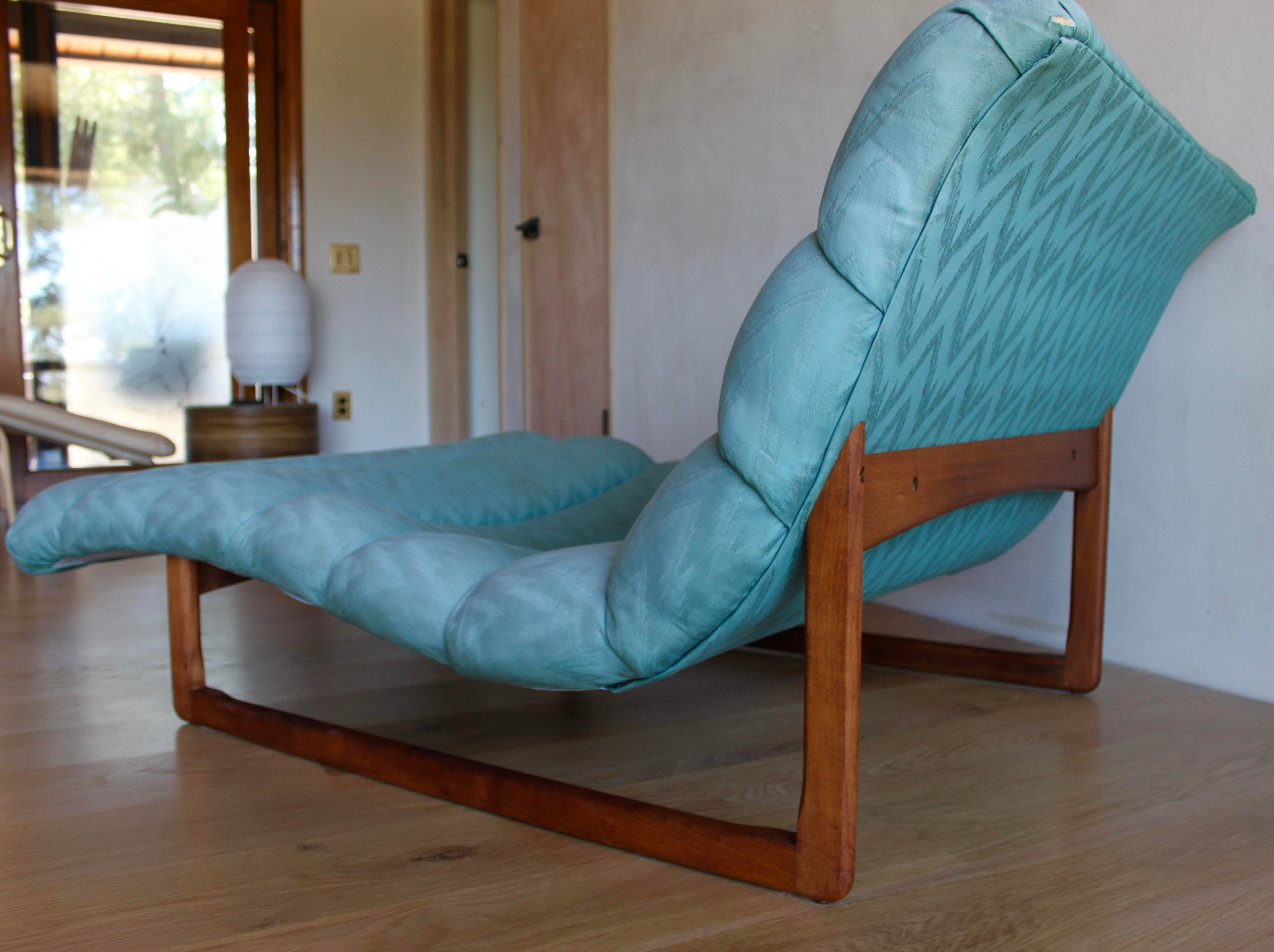 1960s Mid Century Adrian Pearsall Attributed Tufted Wide Sculptural Chaise  Lounge Chair For Sale