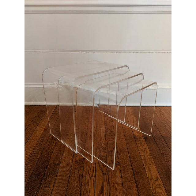 Vintage Minimalist Lucite Waterfall Nesting Tables - Set of 3 For Sale - Image 4 of 5