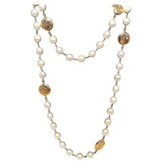 Chanel Vintage Peal and Gold Coin Necklace For Sale