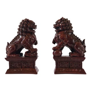Vintage Chinoiserie Dark Red Resin Foo Dogs Bookends Figurines - a Pair For Sale