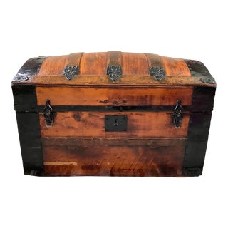1930s Antique Refinished Dome Top Trunk Storage Chest Steamer Trunk For Sale