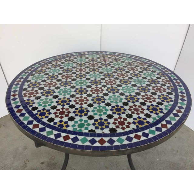 Mid 20th Century Moroccan Round Mosaic Tile Outdoor Table in Moorish Fez Design For Sale - Image 5 of 10