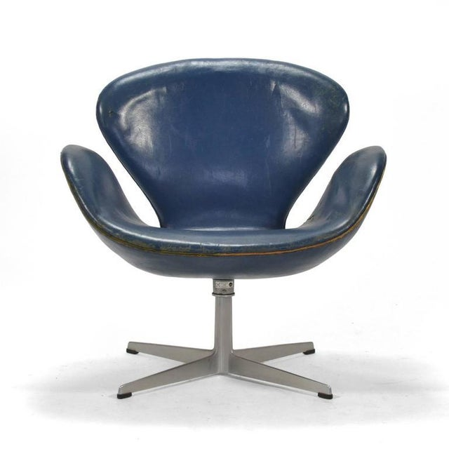 This early Jacobsen swan chair is for the collector who appreciates the original blue leather and the wear of a lifetime...