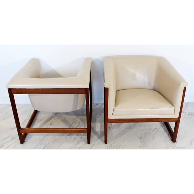 White Pair of Mid-Century Modern Milo Baughman Floating Cube Walnut Lounge Chairs For Sale - Image 8 of 10